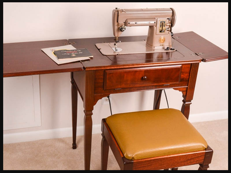 And Yet... This Simple Styled Type 40 DeLuxe Library Table Was One Of The  Very First Cabinets Ever Designed To House An Electric Sewing Machine To Be  Sold ...