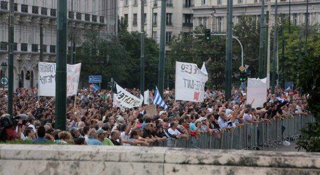 Deutsche Welle: Κοινωνική «ωρολογιακή βόμβα» χτυπά στην Ελλάδα