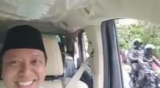 Romi Cengar-Cengir Lihat Jokowi Melempar Hadiah dari Mobil