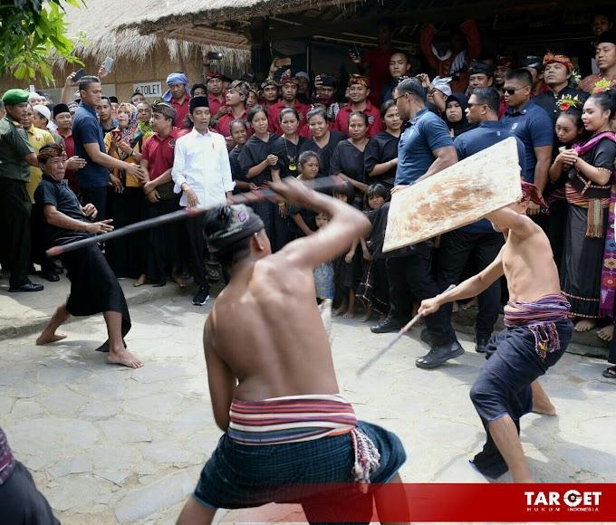 Berwisata Mendadak Usai Shalat Jum'at, Presiden Jokowi Kagumi Keunikan Dusun Sade Lombok