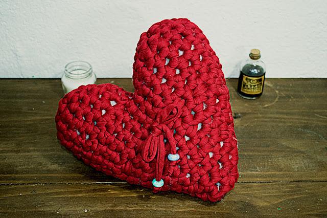 Corazón rojo de trapillo a crochet