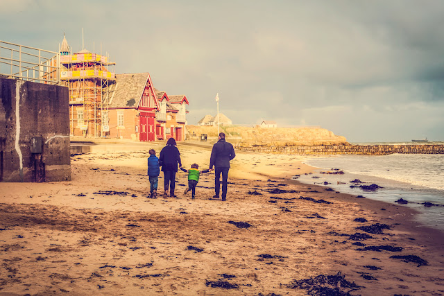 family photo shoot on the beach at cullercoats with Mandy Charlton Photography, newcastle photographer