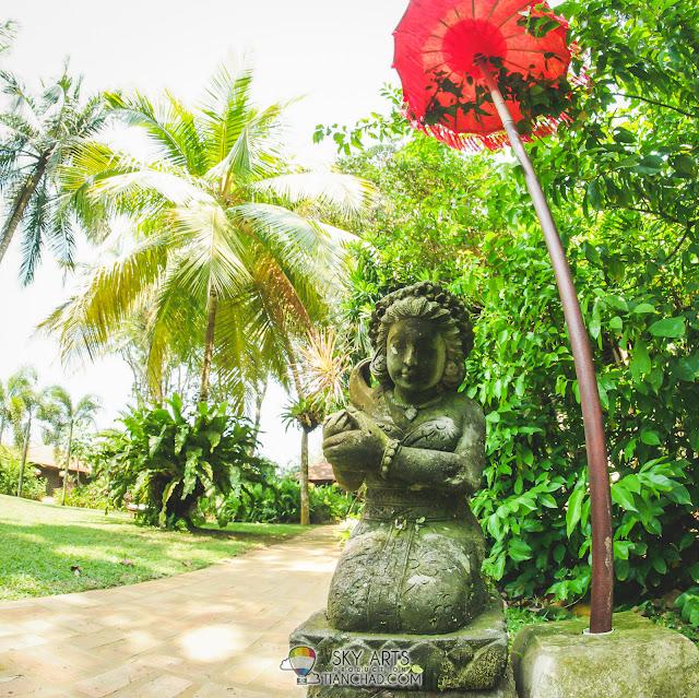 A female statue in Mandara Spa open space