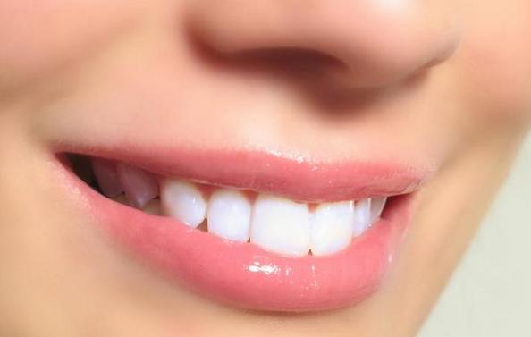 4 Langkah cara memerahkan Bibir dengan Odol dengan waktu cepat