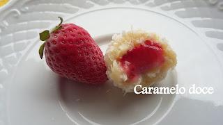 Brigadeiro recheado de morango Caramelo doce