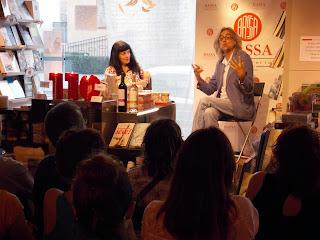 """Móra d'Ebre   Presentació dels llibres """"El càtar imperfecte"""", de Víctor Amela, i """"M'agrada el sexe!"""", de Roser Amills"""