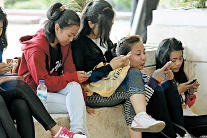 Kalangan Remaja Lebih Tertarik Smartphone Android atau iPhone?