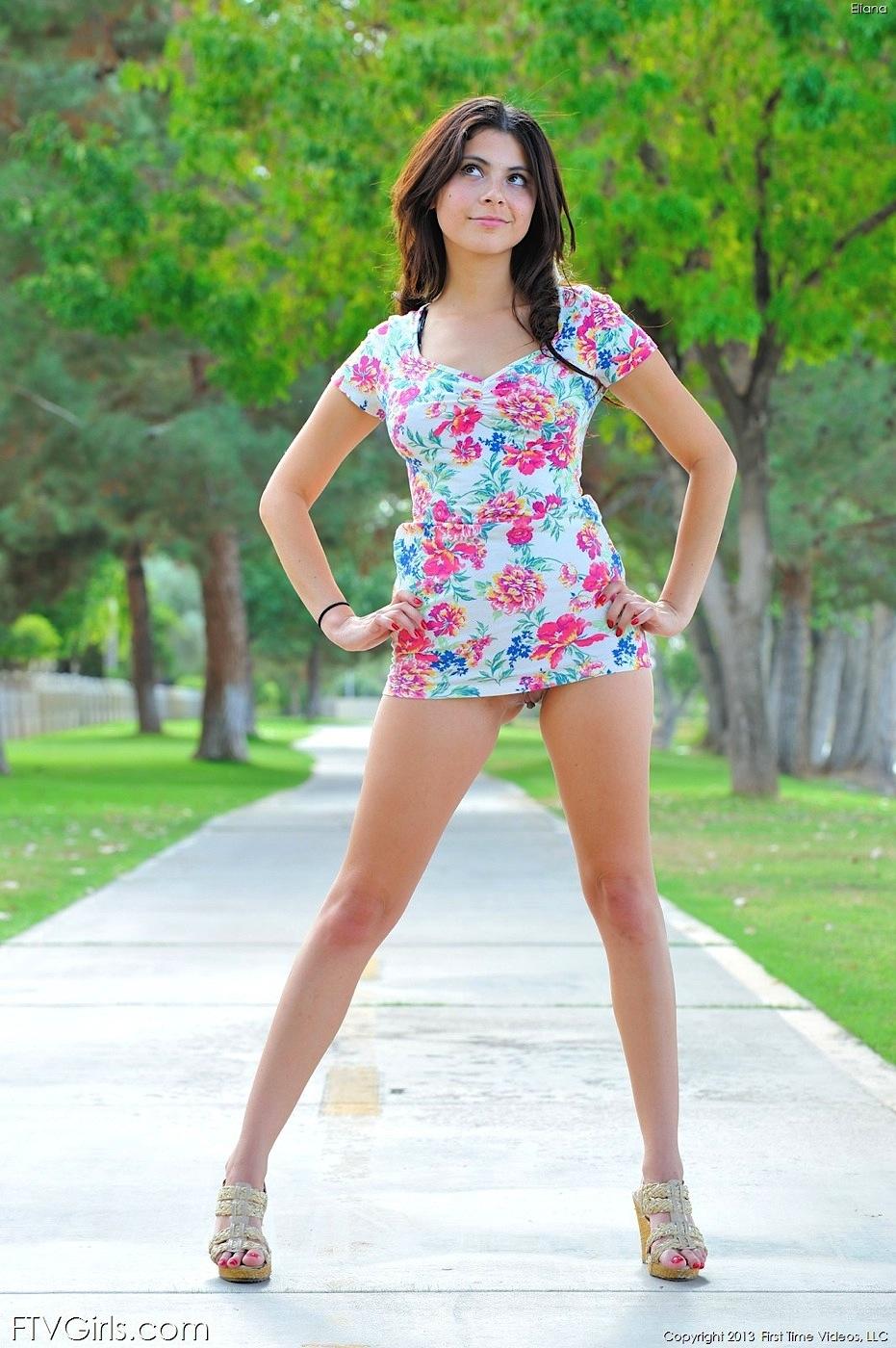 Bajo falda nena con rico calzon blanco disfrutalo y comenta - 2 part 9