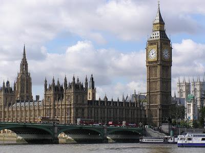 Jam Dinding Raksasa Big Ben Terdapat di Kota
