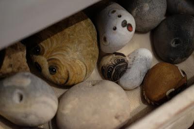 愛知県瀬戸市の器・雑貨 ギャラリーもゆ 石に描かれた動物