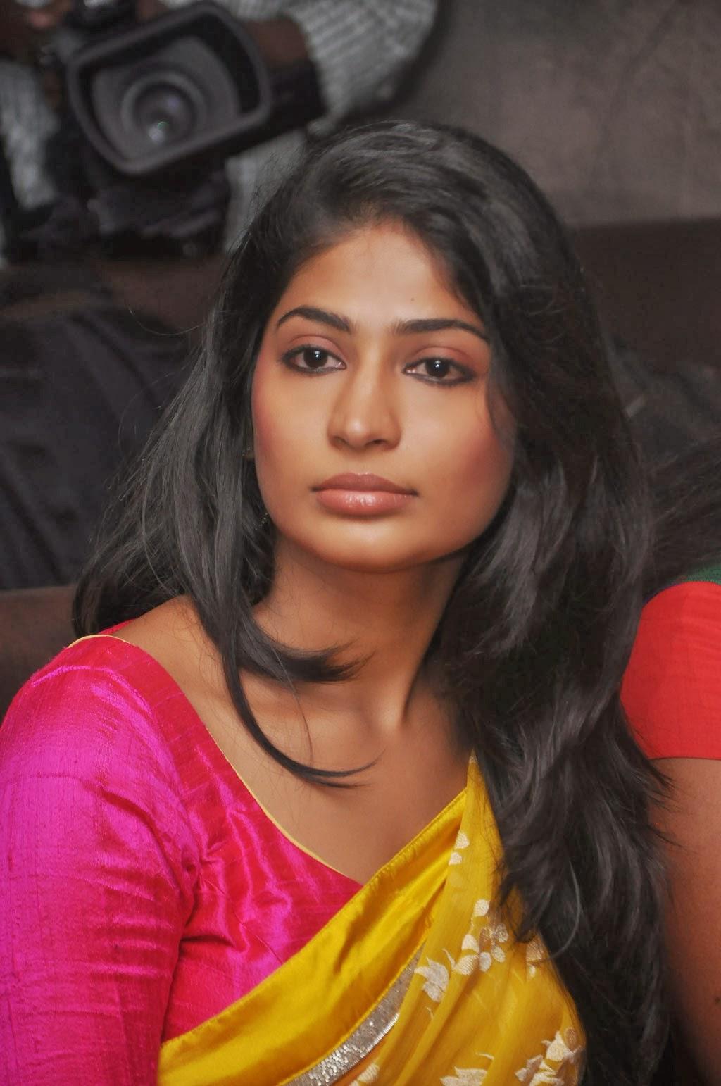 Vijaylakshmi photos in saree at 21 ever fashioner shopping launch