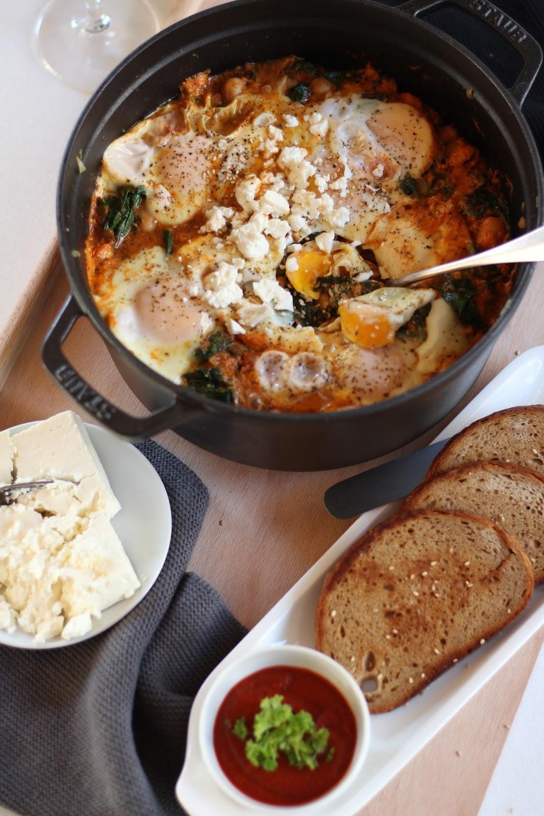 Türkische Spinat-Eier-Pfanne mit Kichererbsen und Schafskäse: Super lecker, schnell gemacht und einfach gut!