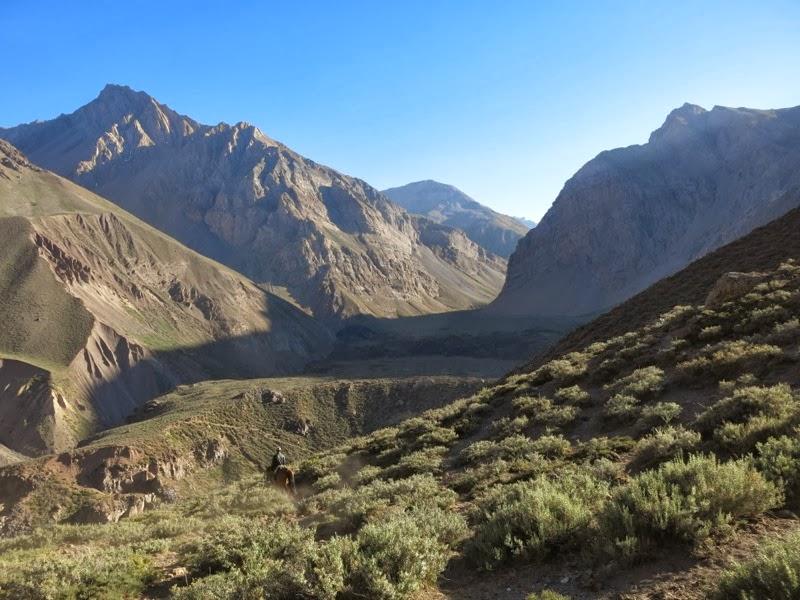 Blick hinauf ins Tal des Río Colorado