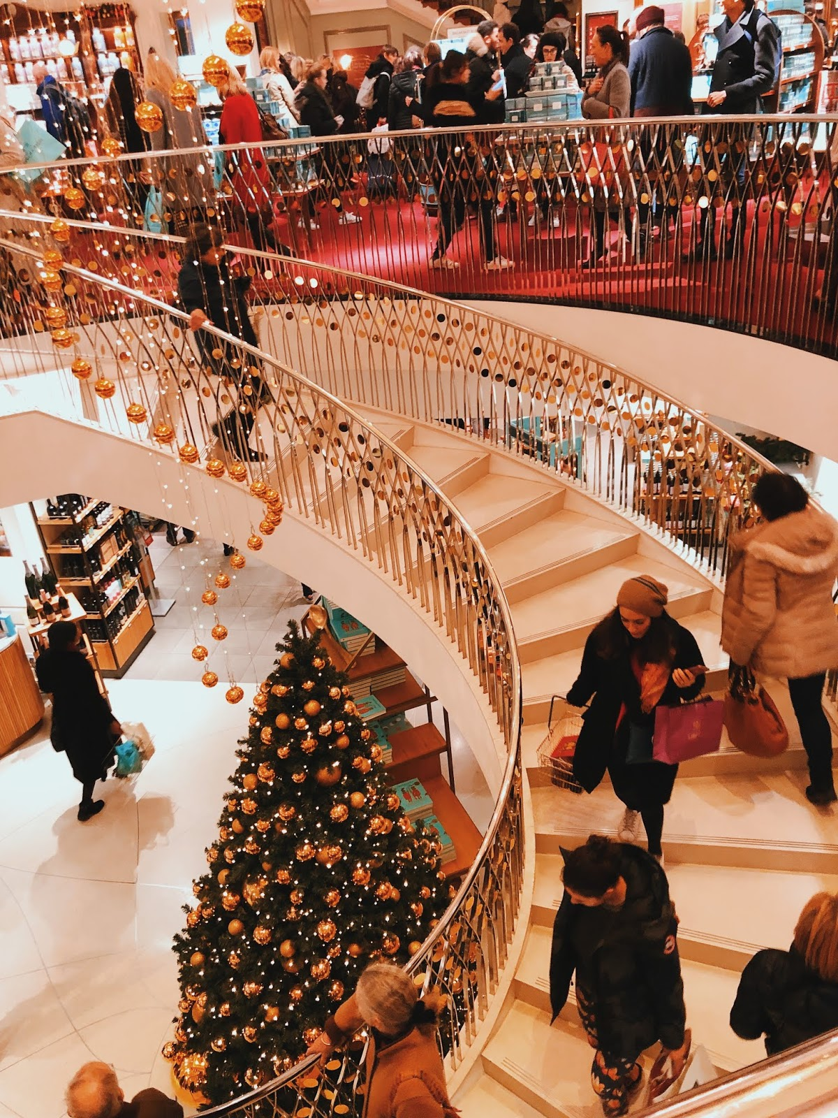 christmas in london, christmas decoration in london, christmas 2018, christmas decoration london 2018, indian blogger, london blogger, mayfair london, mayfair christmas decoration, fortnum and maison