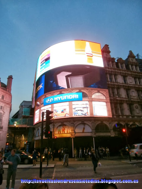 Rótulos luminosos de Piccadilly Circus.