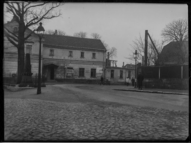 Kriegerdenkmal + alter Gasthof  - vor 1939