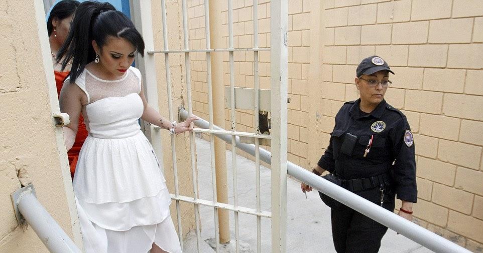 Девушки в тюрьме фото, трахнул очень сисястую на улице