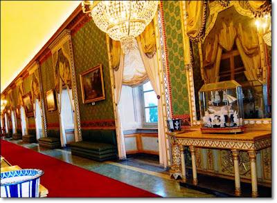 imagini interior  castelul aglie italia