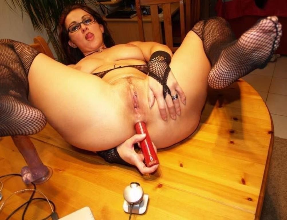 Plugging a sex toy in her twat and whipping her hard