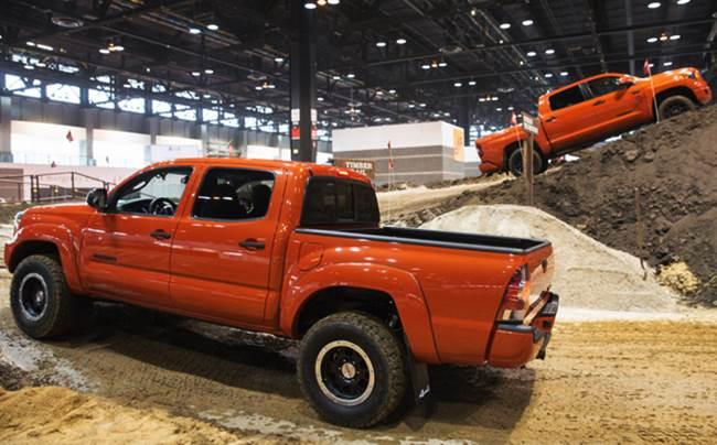 Hot Changes 2016 Toyota Tundra vs 2017 Toyota Tundra dakar