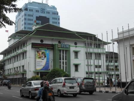 Kantor PLN dan BRI di kota Bandung