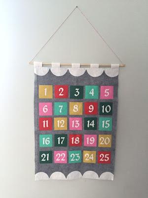 http://hugsarefun.com/modern-felt-advent-calendar-tutorial/