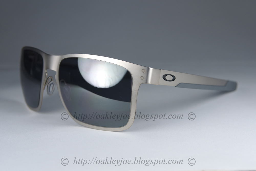 3f33563288 satin chrome + black iridium  260 xmas sale  220!!! lens pre coated with Oakley  hydrophobic nano solution complete package comes with box and microfiber ...