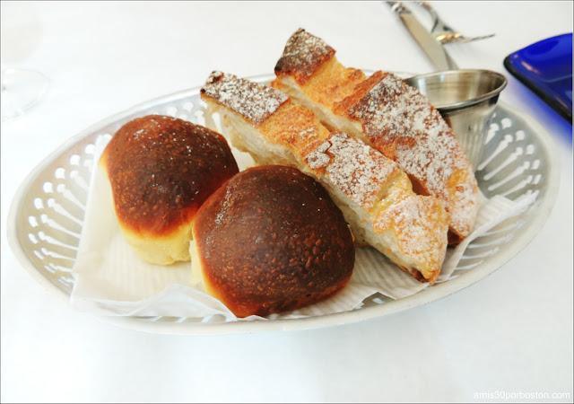 Cesta de Pan con Mantequilla
