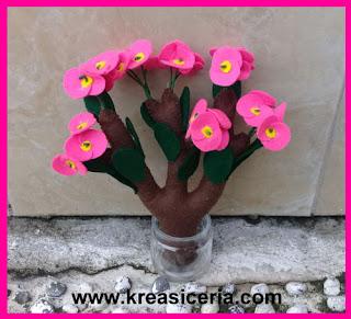 Ide Kreatif Membuat Bunga Euphorbia dari Kain Flanel
