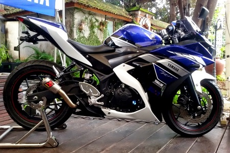 Modifikasi Yamaha R25 movistar