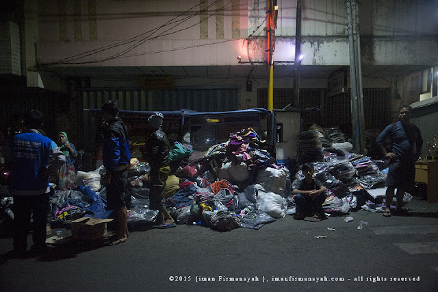 Pedagang Pasar Pelita Evakuasi Barang Dagangan