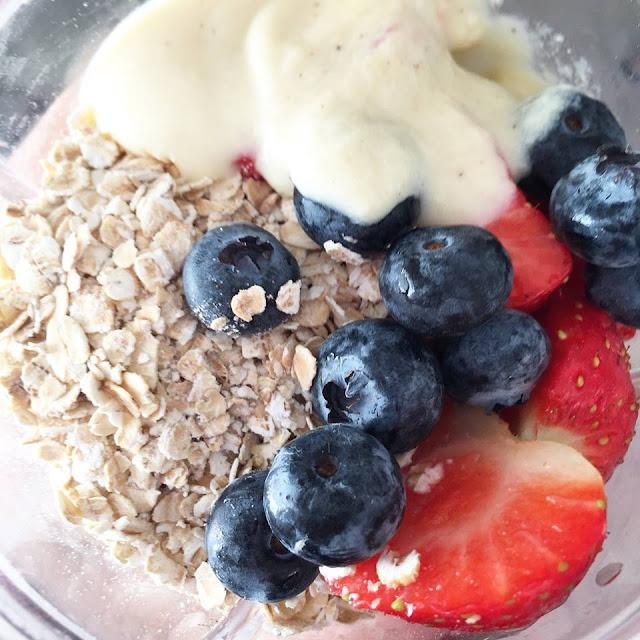 vegan berry breakfast smoothie recipe