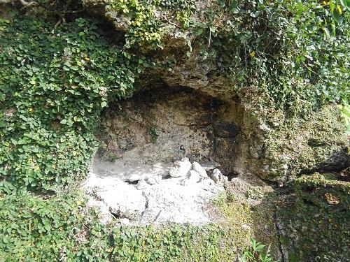 クワギブク嶽(金満の杜) 崖葬墓の写真