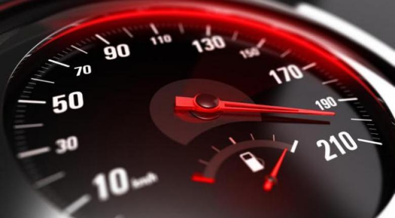 Μπαίνει υποχρεωτικά κόφτης ταχύτητας σε ΟΛΑ τα αυτοκίνητα - Από πότε θα εφαρμοστεί