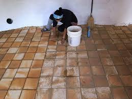 Limpiar y mantener suelos de barro cocido o terracota for Como quitar las manchas del piso del bano
