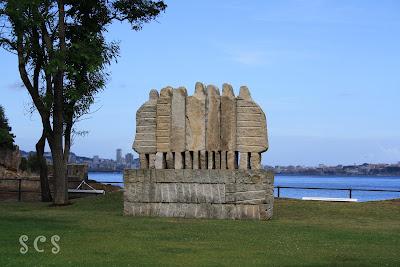 Monumento a los emigrantes en Santa Cruz Oleiros by Susana Cabeza