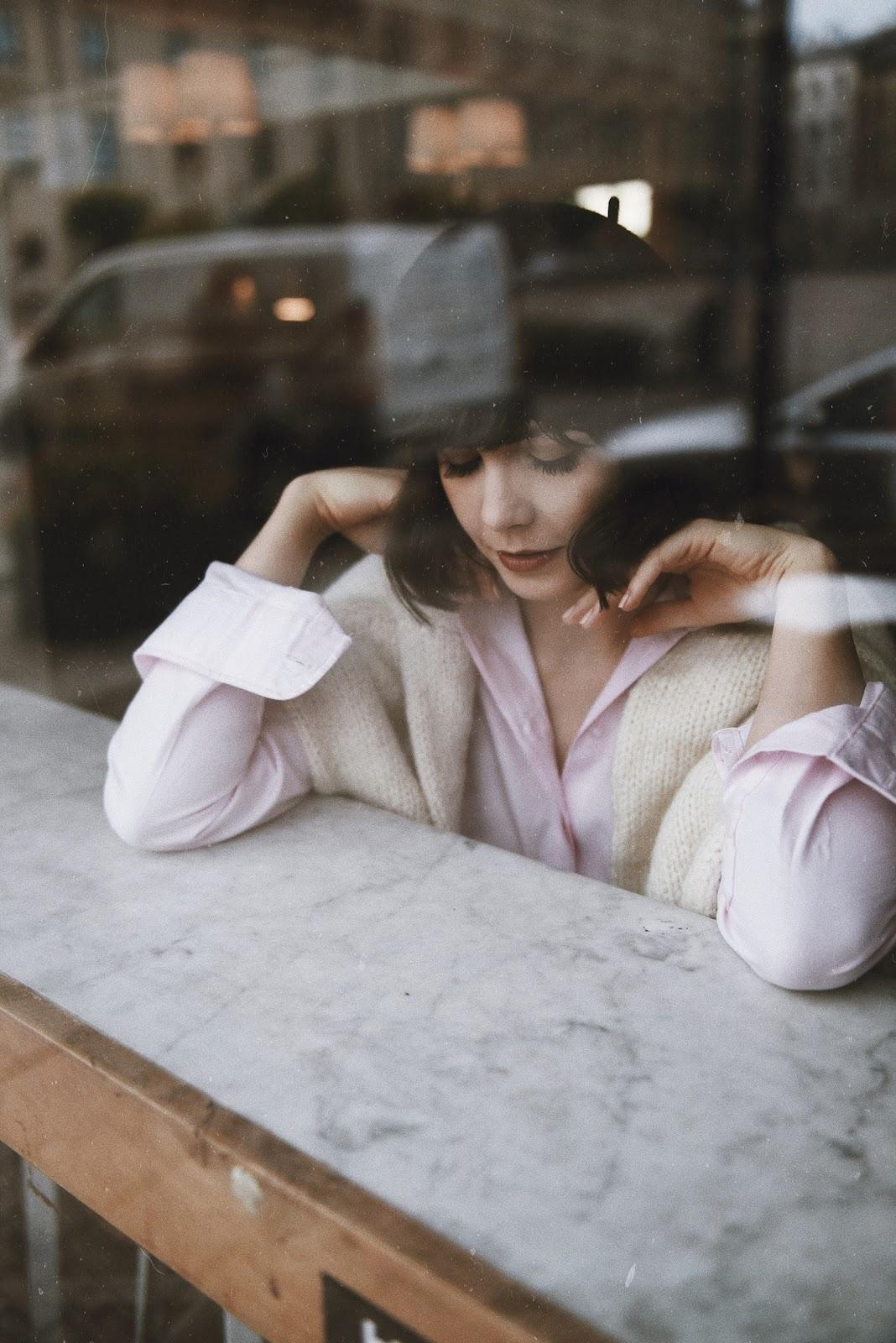 efba70c0172d78 Swetry to nieodłączny element jesiennych stylizacji. Ogrzewają nas podczas  chłodniejszych dni, otulają swoją delikatnością, a jednocześnie, dzięki  swoim ...