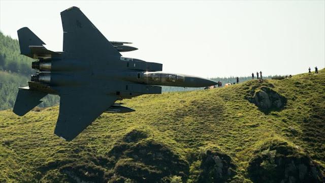 Aviones militares de EEUU realizan emocionantes maniobras en Gales