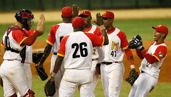 Matanzas sacudió este viernes en dos ocasiones a Las Tunas, 9-2 y 15-5 (nocao), y concretó el pareo de los playoffs semifinales del campeonato cubano de béisbol