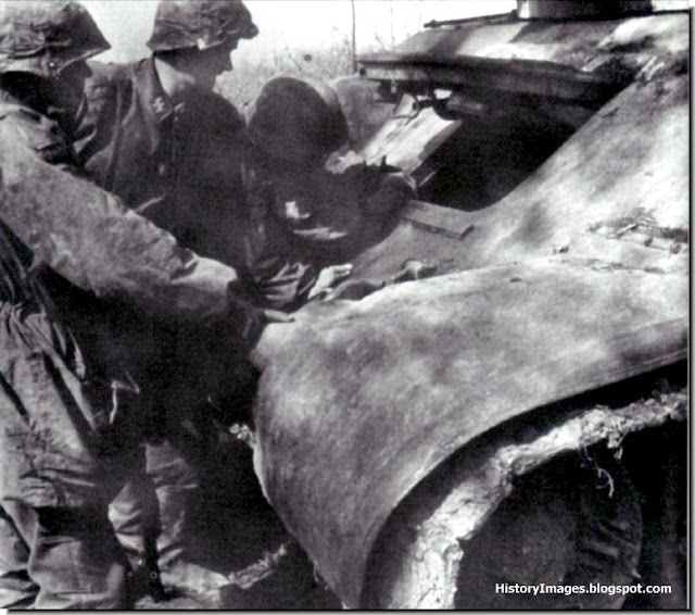 Soldiers examine  T-34 tank