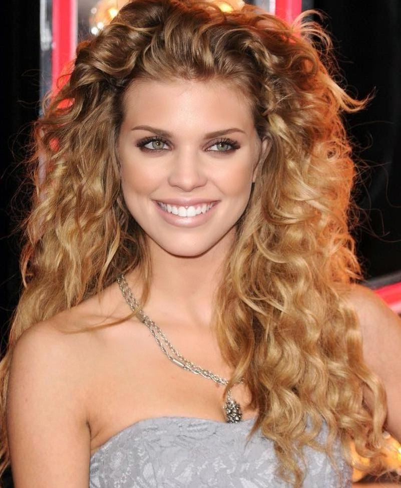 Hollywood Actress Wallpaper: Annalynne Mccord Wallpapers