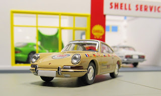 Tomica Limited Vintage LV-110b 1967 Porsche 911 World Tour