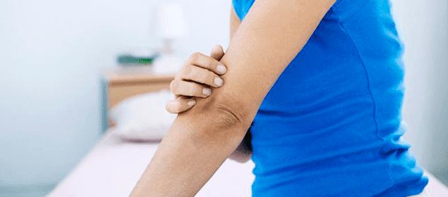 cómo aclarar codos y rodillas