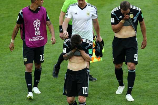 """Argentina: Đừng để Messi trở thành """"gót Achiles"""" 3"""