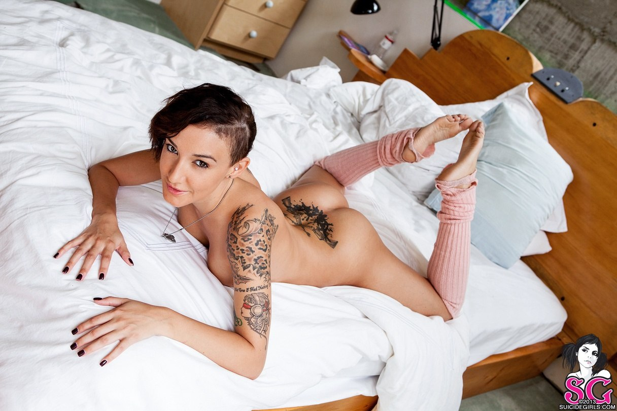female models Lux Suicide