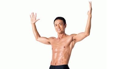 Как быстро укрепить мышцы спины и найти талию? Японский актер  Мике Рёсукэ рекомендует диету долго дыхания