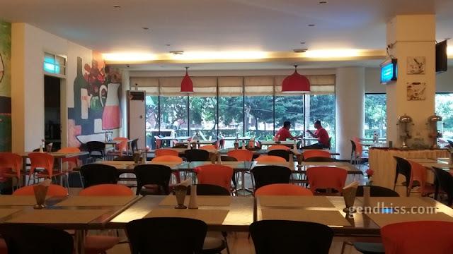 Area restoran yang cukup luas dan bersih