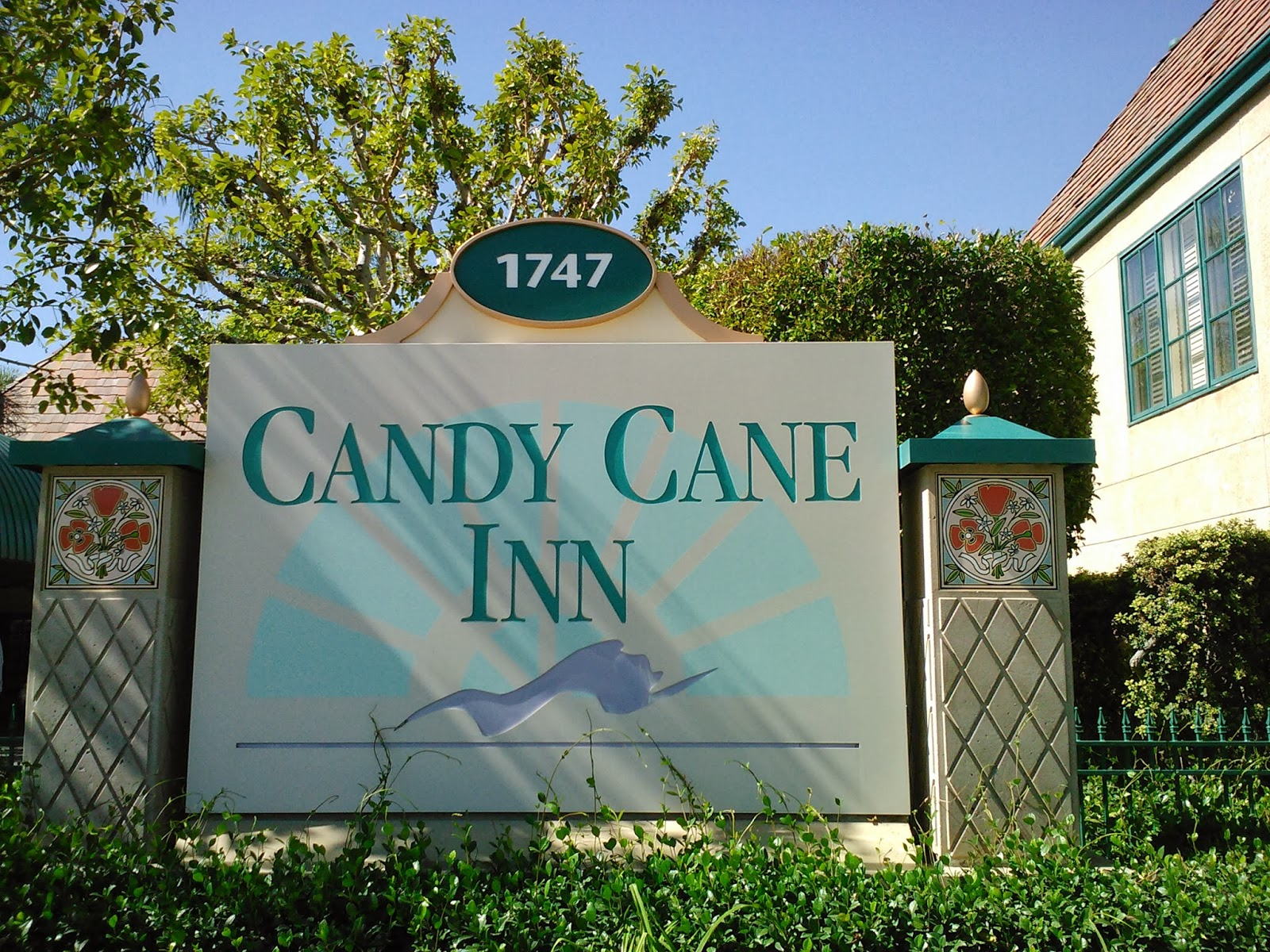 Disneyland Good Neighbor Hotel Candy Cane Inn Anaheim Tips From The Disney Divas And Devos