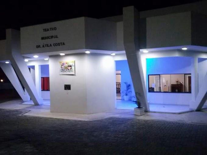 """Teatro Municipal de São Pedro da Aldeia recebe espetáculos do Projeto Escola e a peça """"Chaves"""""""