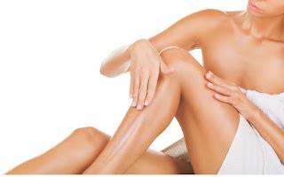 Aplicar crema en piernas